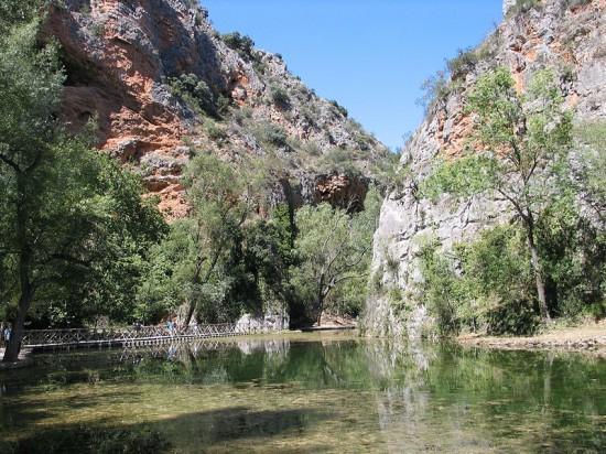 Lago del Espejo en el Parque Natural del Monasterio de Piedra en Zaragoza