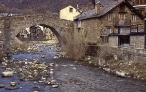 Puente medieval en Esterri d'Aneu